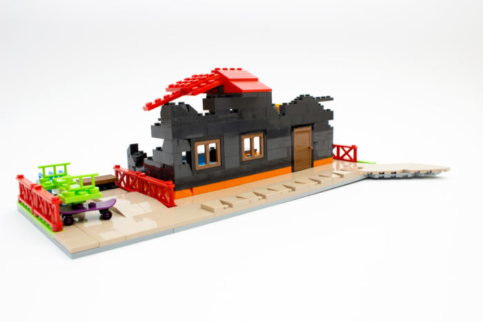 Das fertige und halb abgerissene Haus