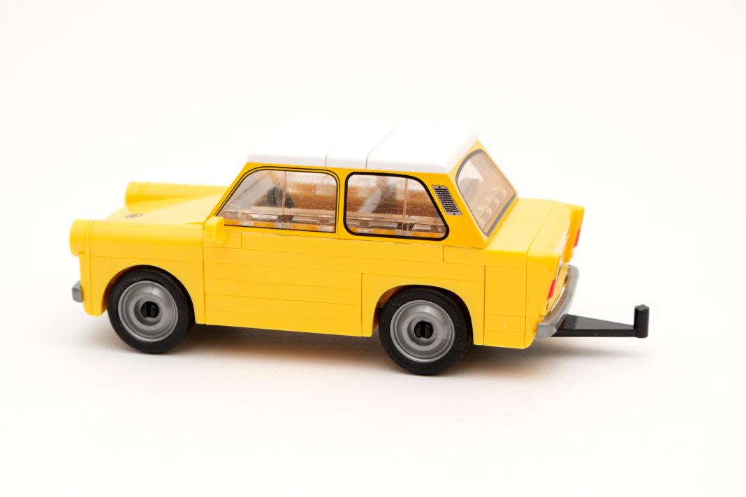 Der Trabant 601 von COBI mit übergroßer Anhängerkupplung
