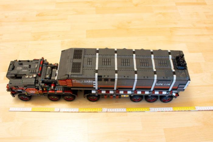 Der Cargo Truck bringt es auf eine Gesamtlänge von 73 cm
