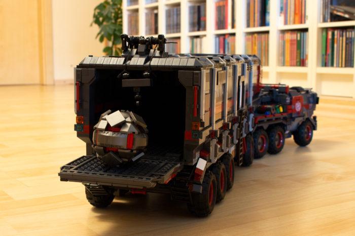 Der Cargo Truck mit dem zu transportierenden Zündkern