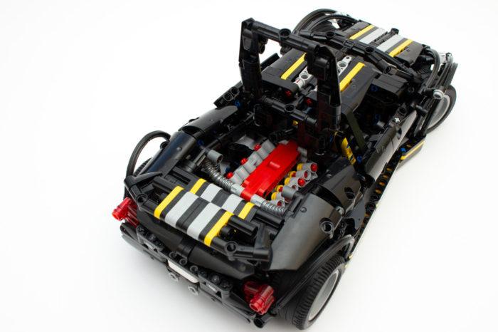 Der eingebaute Motor mit beweglichen Kolben