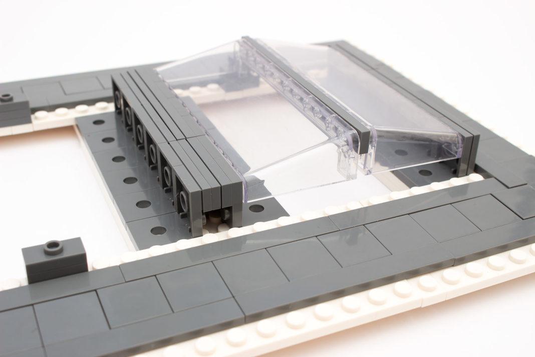 Das Dach ist ebenso interessant konstruiert - leider wiesen die transparenten Teile leichte Kratzer auf