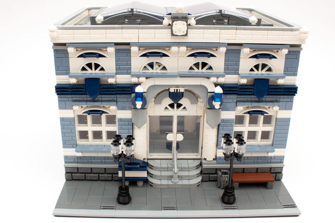 Die Polizeistation in ihrer ganzen Pracht