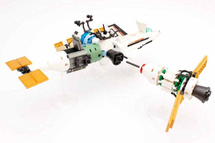 Die Raumstation mit den bisher vier gebauten Modellen