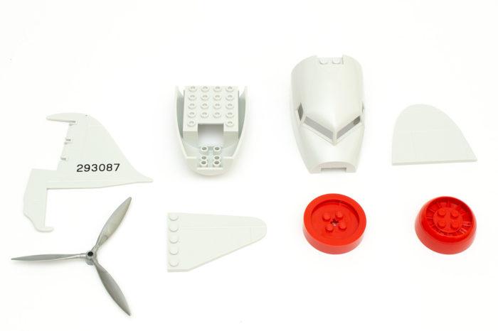 Ein paar der Formteile, aus denen die C-47 von Cobi gebaut wird