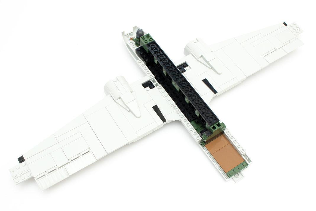 Die fast fertigen und an den Rumpf angebrachten Flügel lassen die Größte der C-47 erahnen