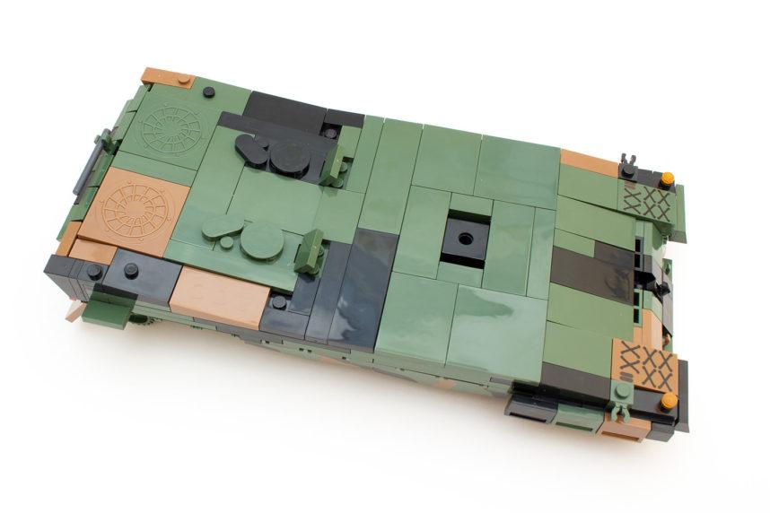 Die Panzerwanne lässt nicht direkt auf ein Modell aus Noppensteine schließen