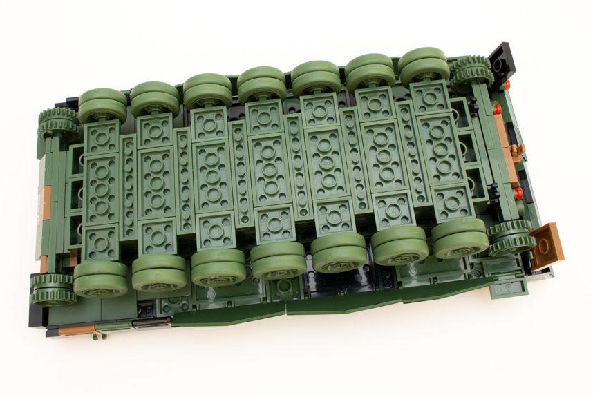 Die mittels Gummireifen umgesetzten Felgen des Leopards 2 A4
