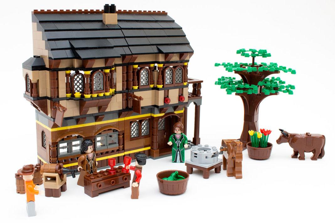 Das fertige Herrenhaus sieht trotz kleiner Fehler schön aus und bietet viel Zubehör