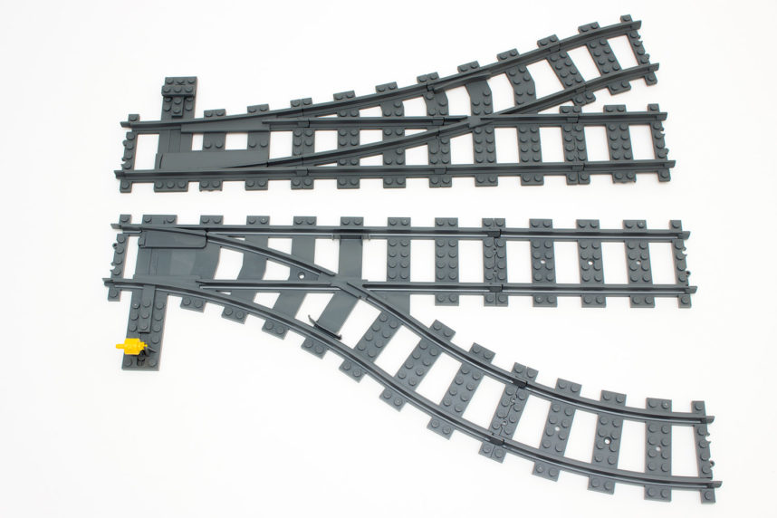 Mit der Weiche von TrixBrix (oben) können Schienen viel enger an einander vorbeigeführt werden als es beim Original von Lego (unten) der Fall ist