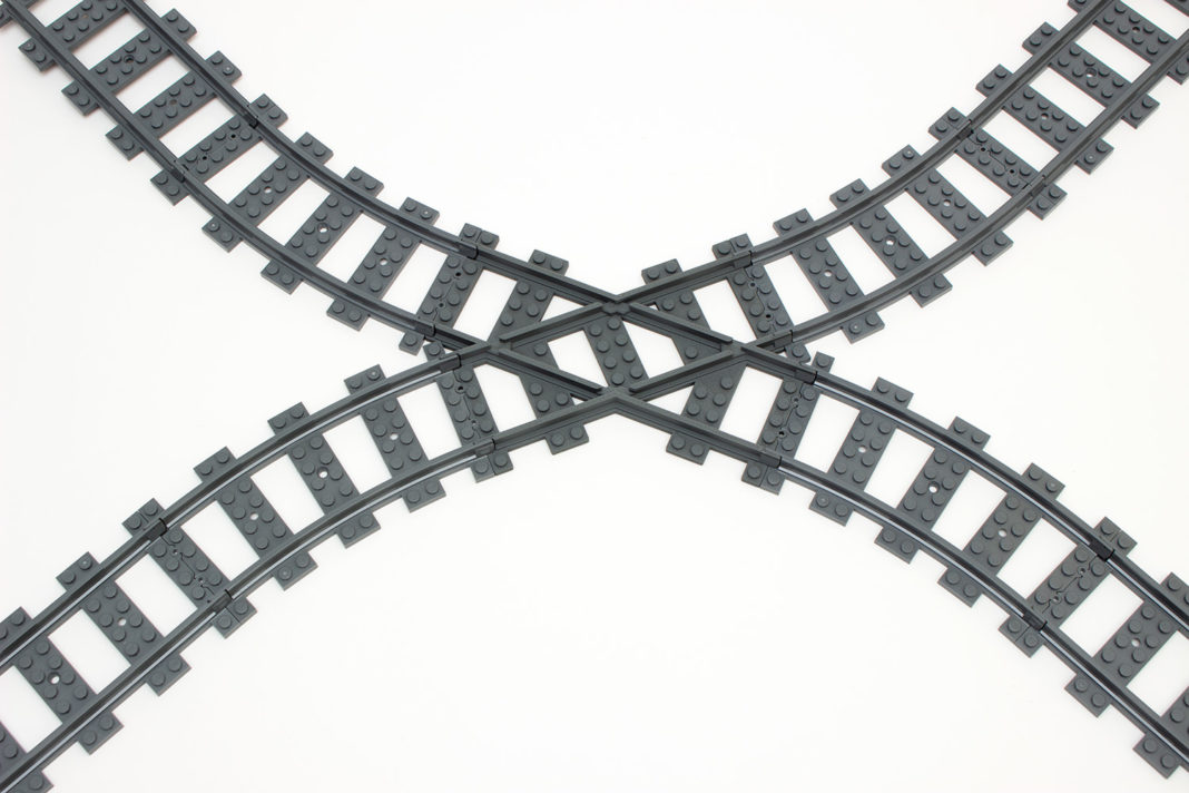 Die Schienen von TrixBrix fallen etwas dunkler und rauer als die Originalschienen von Lego aus