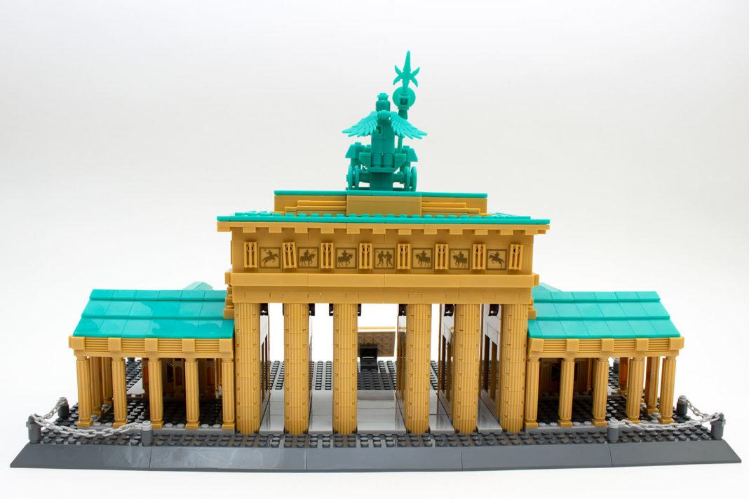 Das fertige Brandenburger Tor von Wange von hinten