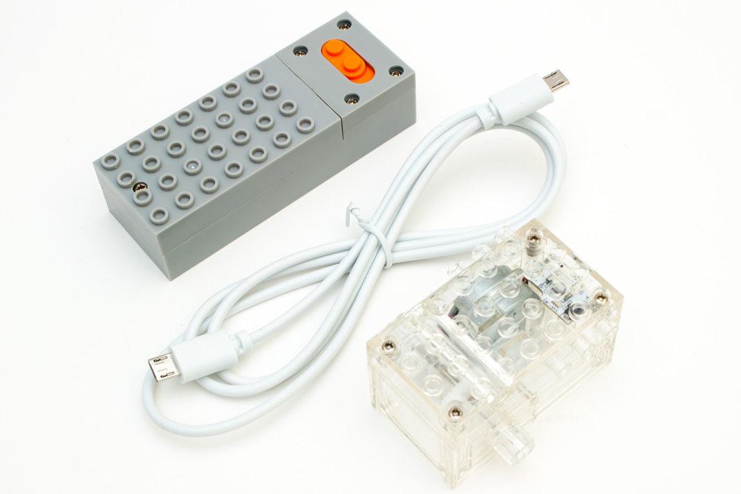 Die Motoreinheit, die Batteriebox und das USB-Verbindungskabel des Technik-Sets