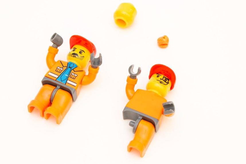 Ein Bein fehlt, dafür drei Köpfe (gefundene Fehler dürfen behalten werden)
