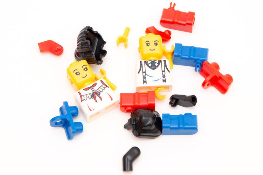 Die Figuren müssen aus den Einzelteilen selbst zusammengsetzt werden
