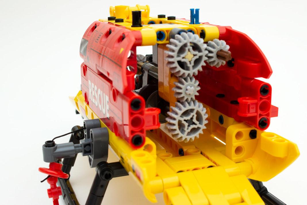 Der Mechanismus bedient gleichzeitig Rotoren und Seilwinde - keine optimale Umsetzung