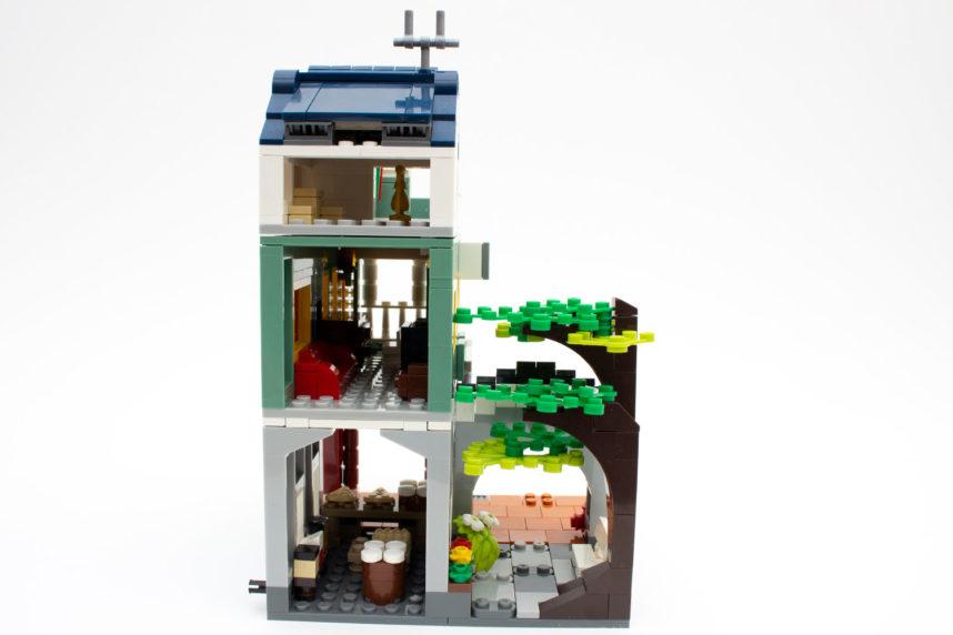 Durch die offene Rückseite lässt sich das Haus gut bespielen