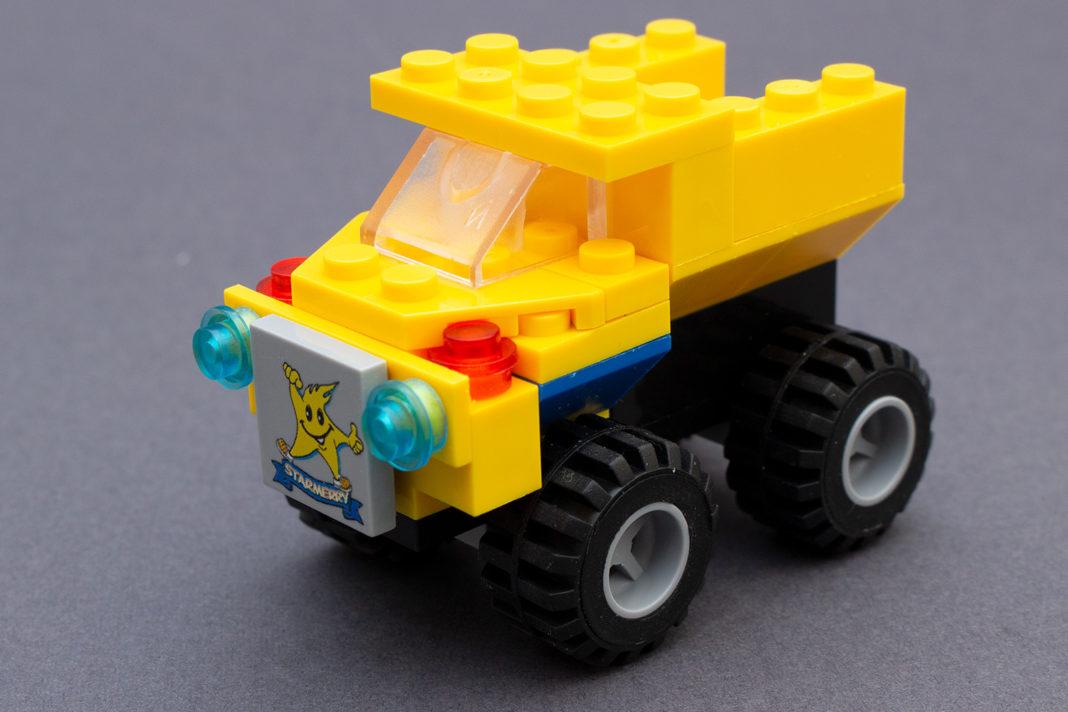 Das Baustellenfahrzeug mit weniger optimal bedruckter Fliese