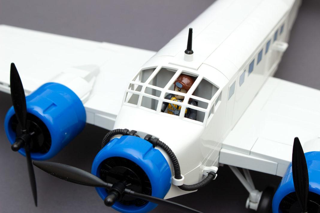 Das Cockpit wirkt ohne Scheibe und mit Figur nicht wie beim Original