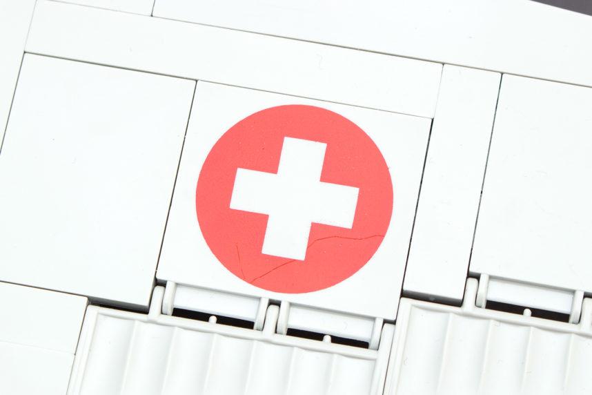 Eine kleine Verunreinigung beim Schweizerkreuz - welches innen auch nicht Weiß gedruckt ist