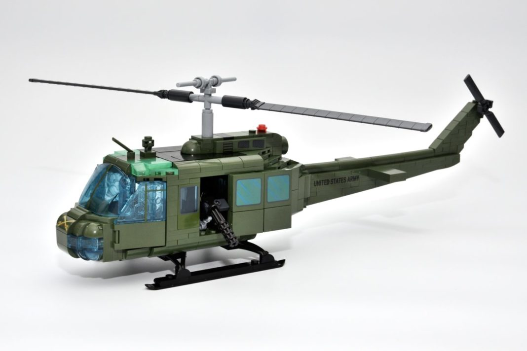 Das fertige Modell der Bell UH-1D von Cobi
