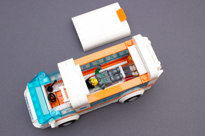 Dank des abnehmbaren Daches kann auch das Innere des Krankenwagen gut bespielt werden