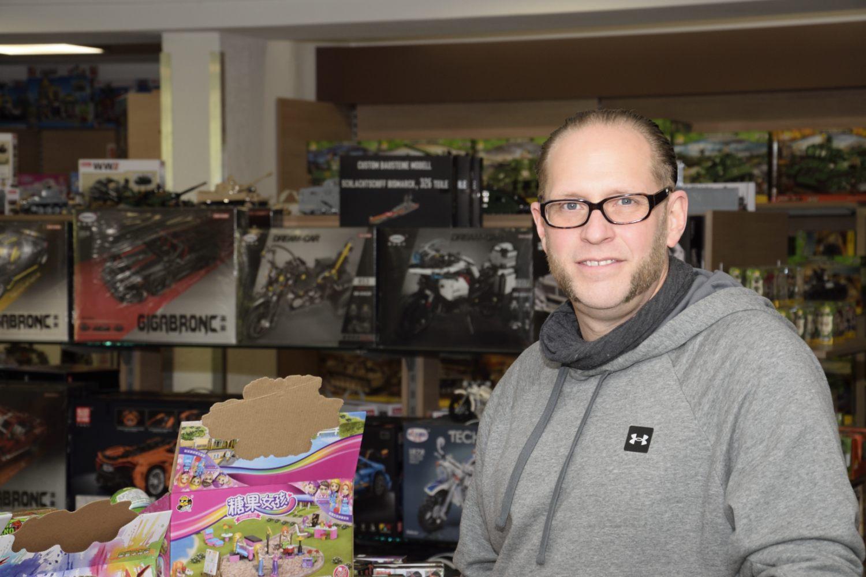 Viele Leute kommen auch in den Laden, um Thorsten Klahold zu sehen