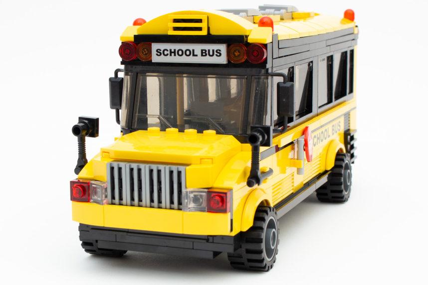 Wirkt auch von vorne massiv: Der Schulbus von Qman