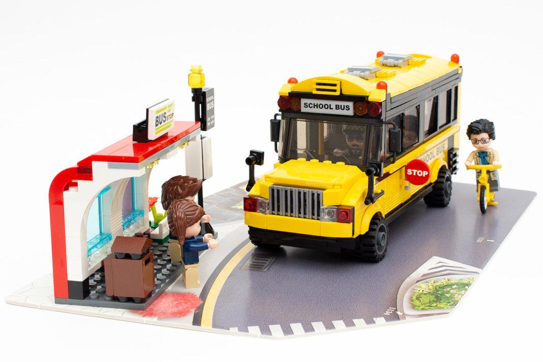 Der Schulbus mit Haltestelle