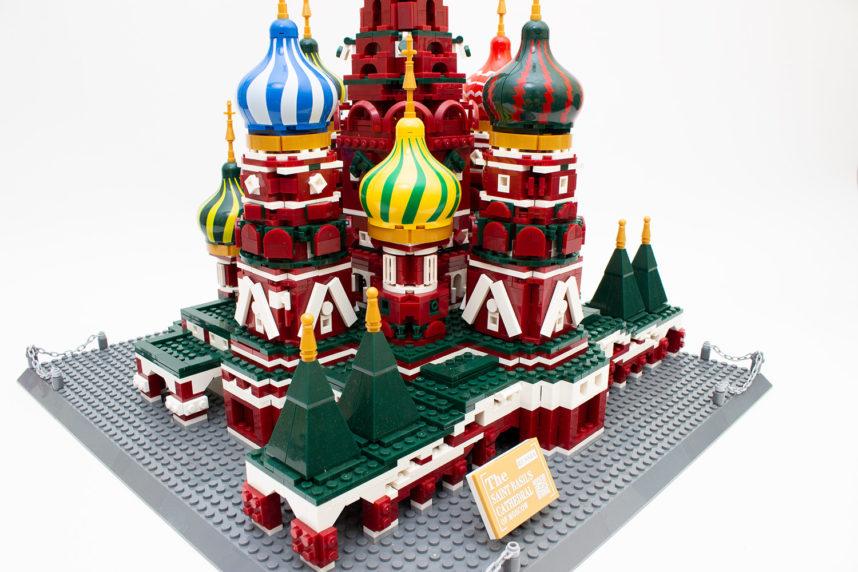 Das Modell der Basilius-Kathedrale glänzt mit vielen kleinen Details
