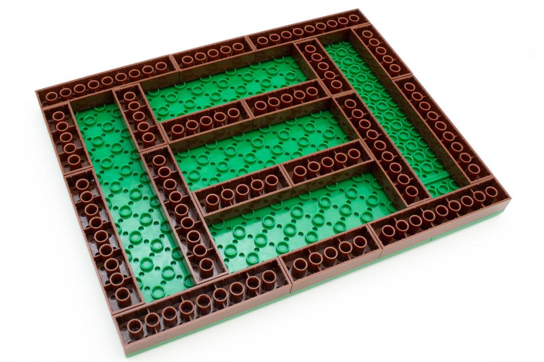 Die aus verschiedenen Teilen zusammengesetzte Plate bildet die Basis