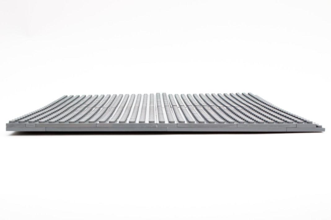 Die selbstgebaute Bodenplatte wellt sich noch mehr als eine Basic-Plate