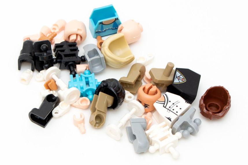 Die Minifiguren müssen erst einmal zusammengesetzt werden