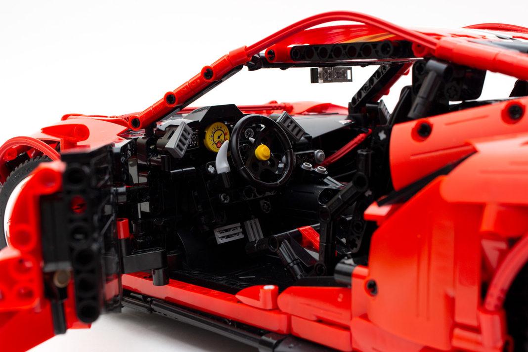 Der Innenraum des Modells. Links unten ist gut die Türführung zu erkennen.