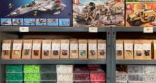 Klemmbaustein-Welt stellt Steineverpackungen auf Papier um