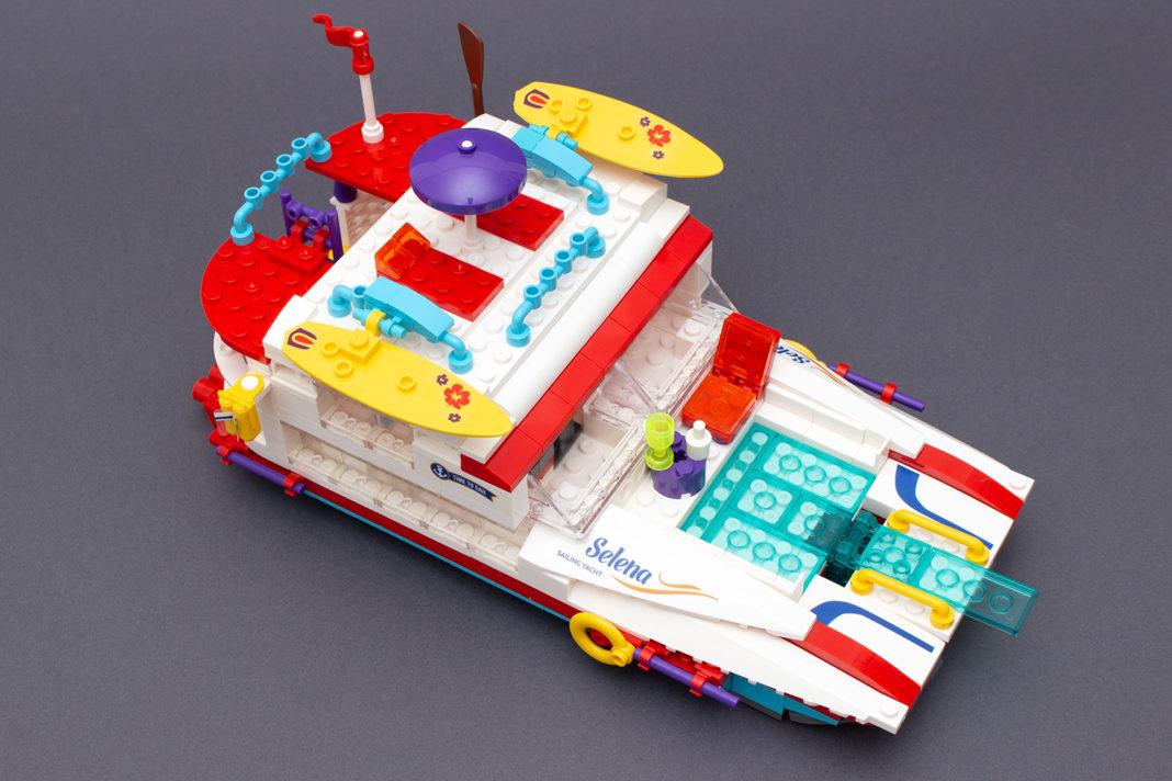 Die fertige Party-Yacht von Blocki