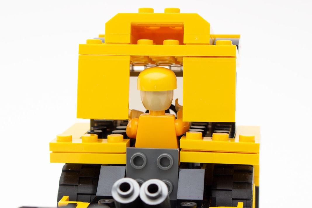 Auch die Minifigur passt nicht in den Muldenkipper