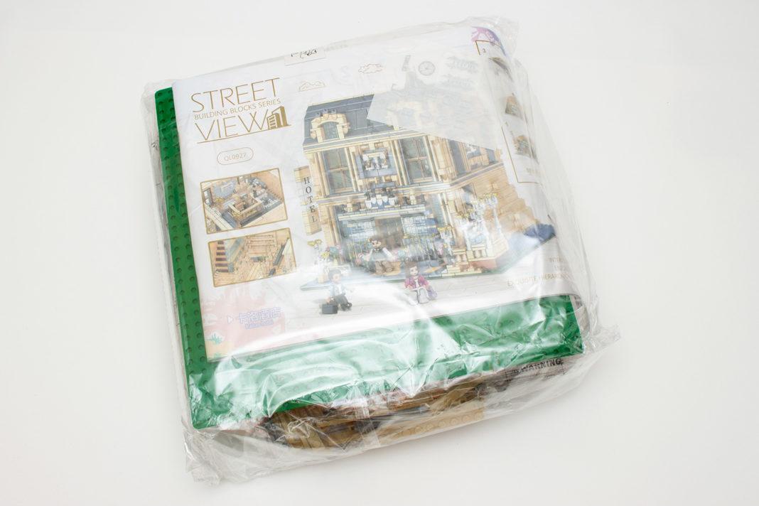 Die straffe Verpackung sorgt für eine gebogene Basisplatte und Anleitung