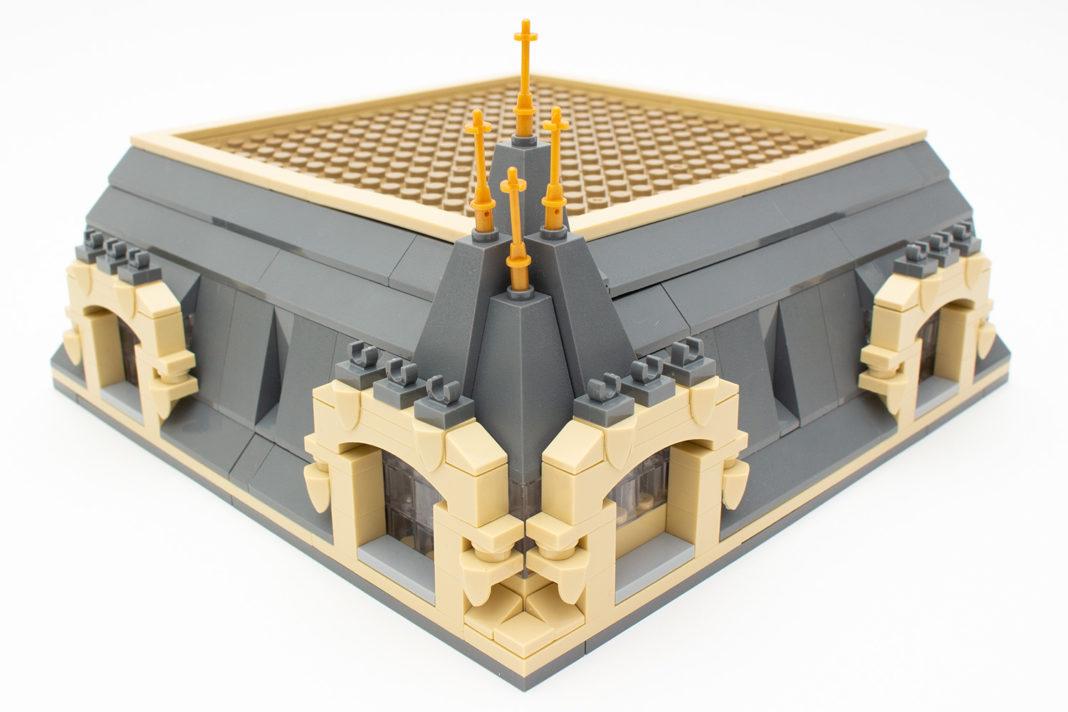 Das fertige Dach bildet den Abschluss eines vergnüglichen Bauabends